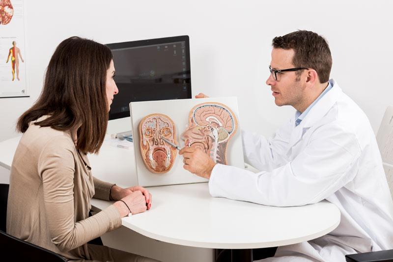 Patientengespräch durch Dr. Gregor Heiduschka im medsyn