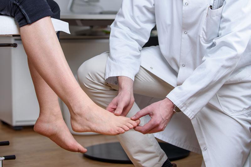 Behandlung von Hallux valgus, Hallux rigidus, Metatarsalgie, Zehendeformitäten, Frakturen, Überlastungssyndrome und avaskulärer Nekrosen