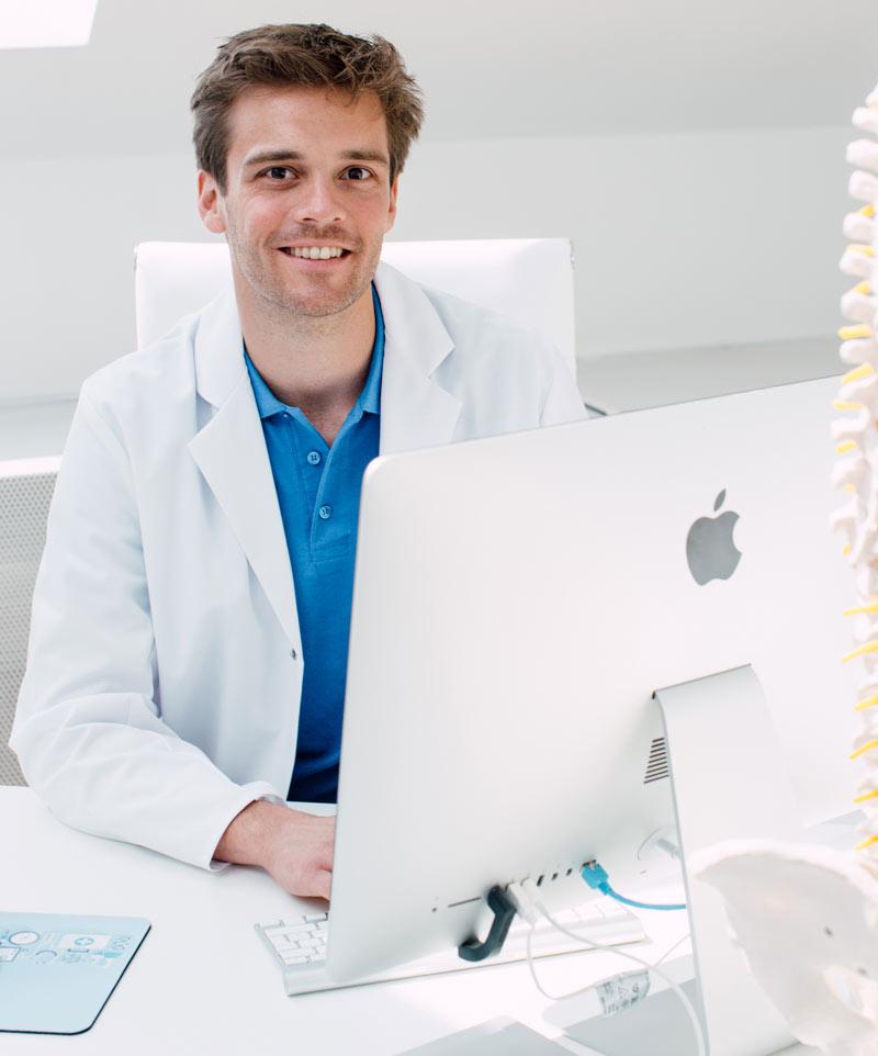 Dr. Lukas Hold ist Unfallchirurg und Traumatologe im medsyn und im Lorenz Böhler Krankenhaus