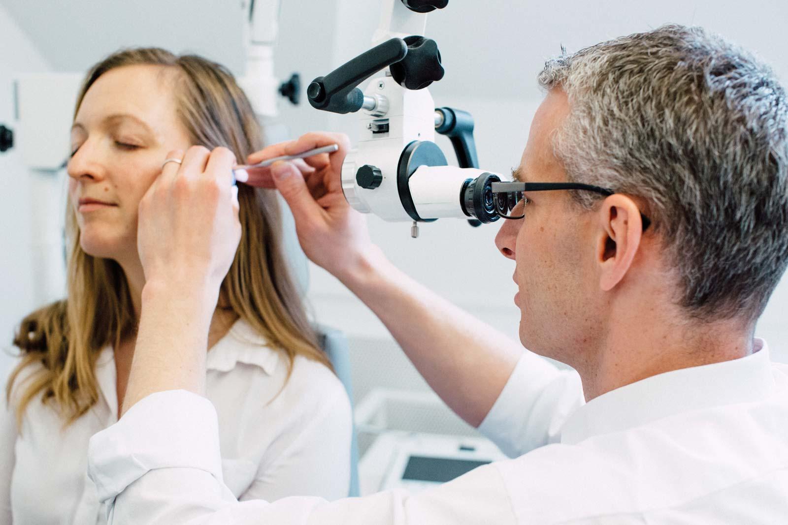 Auch die Ohrreinigung nach Ohroperationen zum Beispiel bei Radikalhöhlen verlangt Expertise