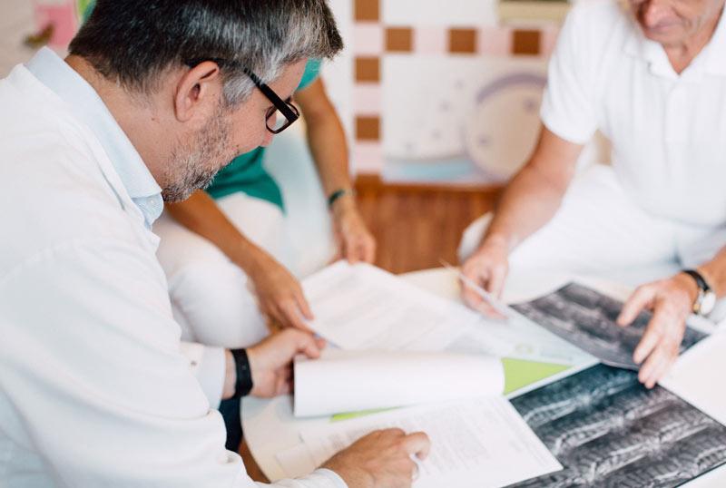 Operative behandlung im medsyn, Dr. Fernas Amir