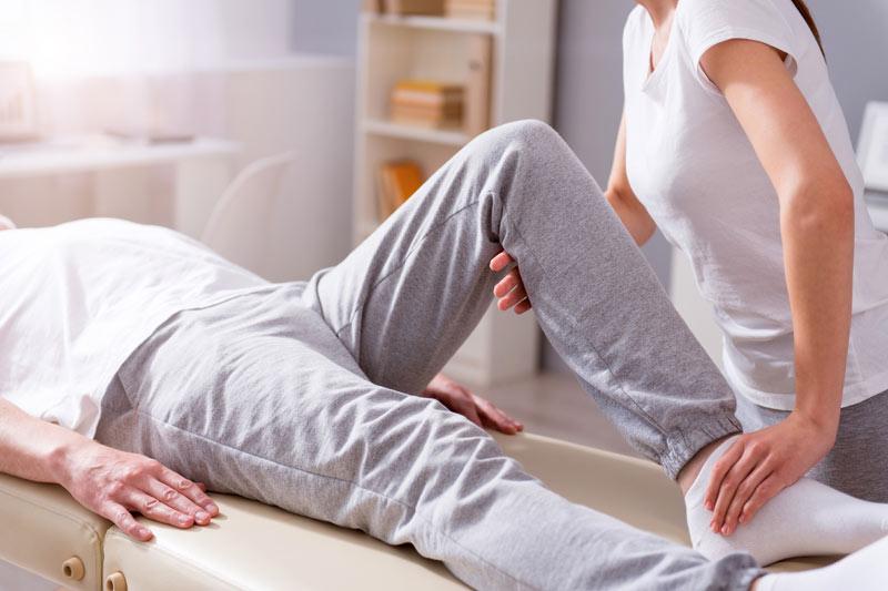 Die manuelle Therapie dient zur Behandlung von reversiblen Funktionsstörungen des Bewegungssystems, der Gelenke, Muskeln und Nerven