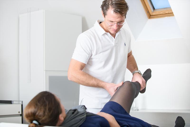Dr. Pfeiffer-Bassi bei der Diagnoseerstellung