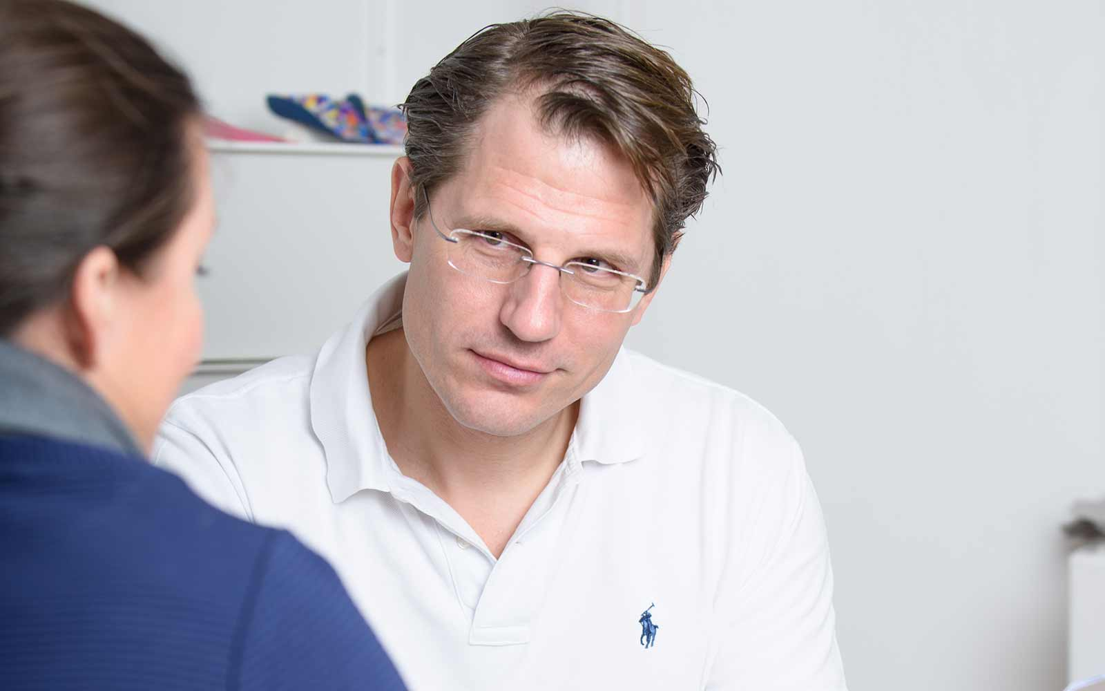 Dr. Martin Pfeiffer-Bassi im Zentrum für Interdisziplinäre Orthopädie im medsyn, Wien