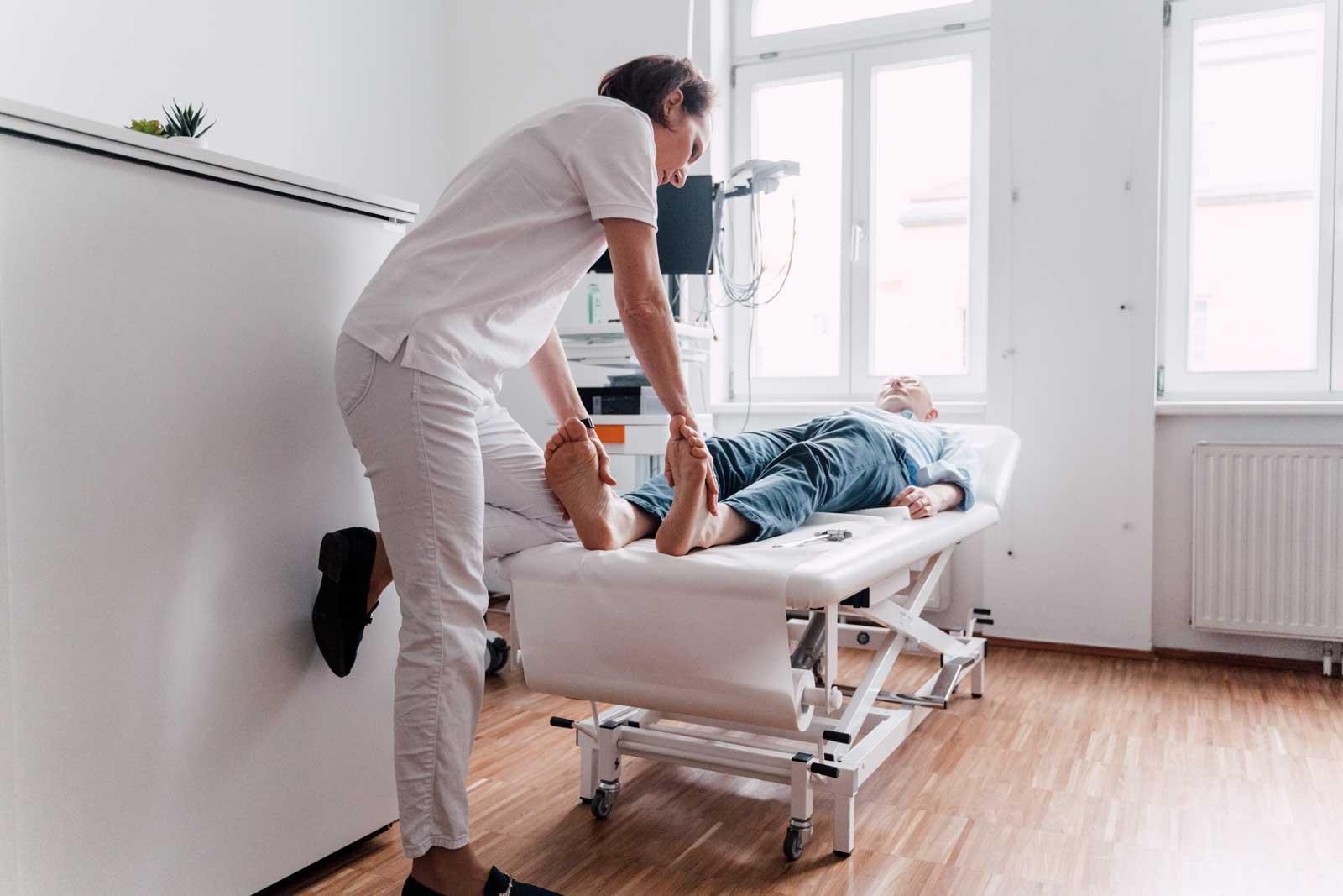 Polyneuropathien sind häufige Erkrankungen mehrerer Nerven